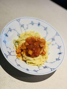 Pasta med lækker sød kartoffel tomat sauce – Økokongen Spaghetti, Pasta, Ethnic Recipes, Food, Meal, Essen, Noodle, Ranch Pasta