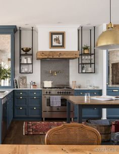 Deep blue cabinets and a timber vent hood contrast with black metal open shelving. Cabin Interior Design, Interior Design Magazine, Kitchen Furniture, Kitchen Decor, White Lounge, Eclectic Kitchen, Creation Deco, Cabin Interiors, Küchen Design
