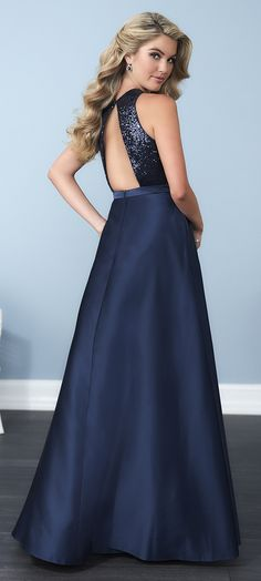 This short satin gown provides a simply fashionable choice for your  occasion with its sweetheart eff9818dfd13