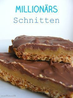 "Als ich dieses Rezept sah, stellte sich mir sofort die Frage: ""Warum heißt die Millionärsschnitte eigentlich Millionärsschnitt... Konfekt, Beer Recipes, Baking Recipes, Dessert Recipes, Party Desserts, Zebras, Cake & Co, Cakes And More, Blondie Brownies"
