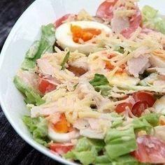 Свежий зеленый салат с курицей, овощами и сыром рецепт – салаты с огурцами: салаты. «Афиша-Еда»