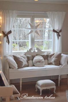 Love this decor Shabby Chic Cottage, Cozy Cottage, Decoration Shabby, Interior Decorating, Interior Design, Cottage Living, Scandinavian Home, Rustic Furniture, Country Decor