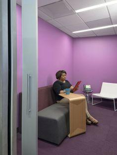 Kaiser IThrive 0727 comm pod 700x926 Inside Kaiser Permanentes IThrive Collaborative Office Prototype
