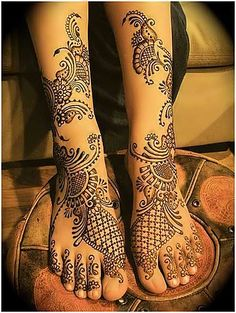Mehndi or Henna adds relish to the event of Eid especially for women and young girls.Mehndi is the application of henna for temporary decoration of skin. Henna Tattoo Designs, Henna Tattoos, Henna Tattoo Bilder, Arabic Mehndi Designs, Bridal Mehndi Designs, Tattoo On, Mehndi Tattoo, Mehndi Art, Bridal Henna