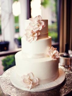 This is almost exactly what I want, except with no ribbon and icing borders instead.