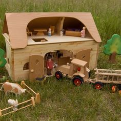 Large Farmhouse with Accessories - The Wooden Wagon