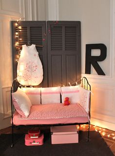 Great space and love the lights!! Is that a bench or bed? Could be either.