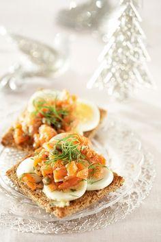 Lohitartarleivät | K-ruoka #joulu Old Recipes, Recipies, Superfoods, Avocado Toast, Love Food, Tapas, Sandwiches, Breakfast, Breads