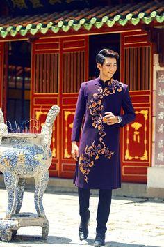 Vietnamese Men, Vietnamese Dress, Vietnamese Traditional Dress, Traditional Dresses, Fashion Catalogue, Chinese Clothing, Sherwani, Best Model, Japanese Kimono