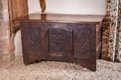 Current stock available at Marhamchurch Antiques - English and Continental woodwork of the late medieval period through the early seventeenth century. Diy Projects Engineering, Art Nouveau, Muebles Art Deco, Medieval Gothic, Antique Chest, Blanket Box, Coffer, Dark Wood, 17th Century
