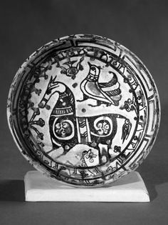 Antique Plates, Ceramic Plates, Ceramic Pottery, Islamic World, Islamic Art, Pottery Marks, China Painting, Ancient Artifacts, Art Object