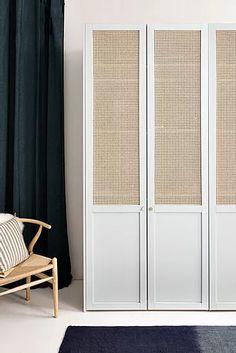 Inspirations : créer un dressing | Plum Wood Bedroom, Master Bedroom, Jugendschlafzimmer Designs, Ideas Armario, Teen Bedroom Designs, Closet Doors, Lofts, Home Decor Inspiration, Home And Living