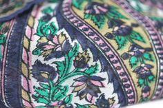 Original et élégant foulard de grande taille, un foulard en soie naturelle, pure soie indienne à motifs de fleurs originales pour homme et femme.