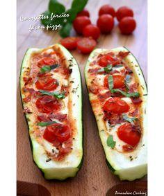 {Pizza boats} - Courgettes farcies façon pizza, mozzarella - tomate & chorizo