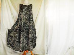 luftiges legeres Überkleid für den Sommer  superweit   superleichter Baumwollpopeline  hellgrau mit schwarzem Tüllspitzen aufdruck   megabequem  pfleg