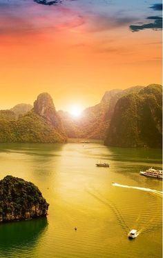 Golden fire sunset over Halong Bay in Vietnam /// #travel #wanderlust
