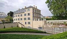 La maison Baylaucq, extension du château de Pau. The castle of Pau.