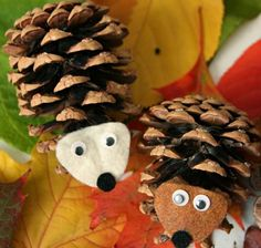 Basteln+mit+Tannenzapfen+Igel Pine Cone Art, Pine Cone Crafts, Pine Cones, Mushroom Crafts, Autumn Activities For Kids, Fall Diy, Nature Crafts, Fall Crafts, Christmas Crafts