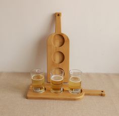 Eco-friendly Handcrafted 3 Holes Wine Bottle Shape Bamboo Beer Tasting Serving Paddle Beer Flight Beer Tray Cup Tray Beer Holder