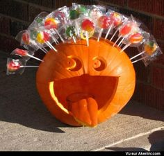 Easy and Cool Pumpkin Decorating Ideas for Halloween 2018 – GooDSGN Theme Halloween, Halloween Goodies, Halloween Birthday, Halloween 2018, Disney Halloween, Diy Halloween Decorations, Holidays Halloween, Halloween Kids, Halloween Treats