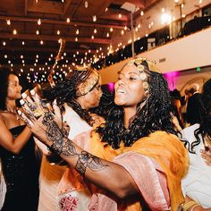 Incorporating your culture into your wedding is not only an experience for you, but for your guests too! Loving this wedding guest dressed in her traditional Eritrean outfit. #HerBigDay #Culture #CulturalBride #EthnicBride #Eritrea #EritreanBride #Bride #Wedding #Fun #Celebrate #Instagood #eritreastolemyheart #hellomynameiseritrea_ #bilen #tigre #werki #gold #braids #henna #mehndi