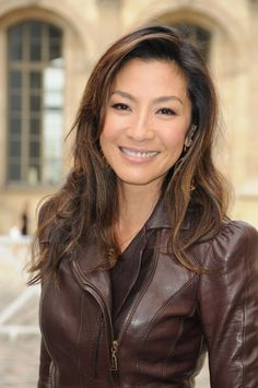 CBS has announced the first casting news for its upcoming new Star Trek TV show, Discovery . Michelle Yeoh has been cast as Captain Han Bo. Michelle Yeoh, Ipoh, Marco Polo Cast, Medium Short Hair, Medium Hair Styles, James Bond, Asian Celebrities, Celebs, Celebrities Fashion
