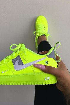 May 2020 - Neon Green Style: Here's all the ideas that you'll need to rock Neon Green like an A-List celebrity. Green Nike Shoes, Green Sneakers, Cute Sneakers, Sneakers Mode, Nike Shoes Air Force, Nike Air Max, Glow Shoes, Jordan Shoes Girls, Aesthetic Shoes
