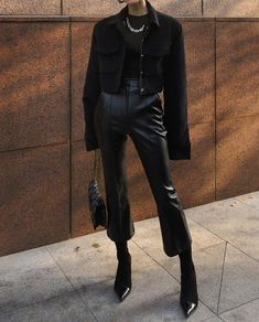 January 30 2020 at fashion-inspo Mode Outfits, Winter Outfits, Fashion Outfits, Womens Fashion, Hijab Fashion, Leather Pants Outfit, Black Leather Pants, Black Coat Outfit, Black Outfits