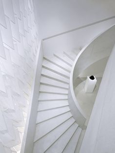 Yohji Yamamoto store l SOPHIE HICKS l Paris, France l 2008 ...white on white and a pinpoint of black!