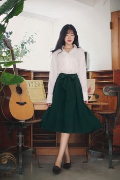 New fashion classy feminine 55 Ideas Classy Casual, Classy Dress, Classy Outfits, Work Outfits, Style Désinvolte Chic, Feminine Style, Chic Chic, Skirt Outfits Modest, Korean Skirt Outfits