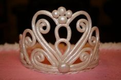 Fondant cake crown with pearls!