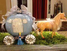 Cinderella pumpkin carriage for a pumpkin contest. Pumpkin Books, Pumpkin Crafts, Fall Crafts, Holiday Crafts, Cinderella Crafts, Cinderella Birthday, Disney Halloween, Halloween Costumes For Kids, Halloween Crafts