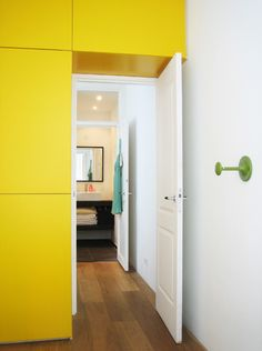 gele inbouwkast appartement Amsterdam