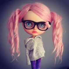 Blyte with pink hair and glasses::: CHIC:::