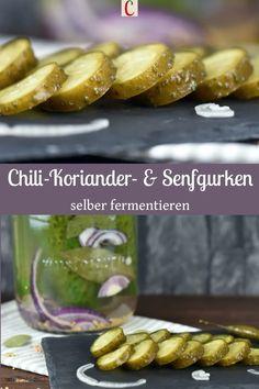 FERMENTIERTE GURKEN - SENF- UND CHILI-KORIANDERGURKENMach dir doch mal fermentierte Gurken. Du kannst auch Gewürze zu deinen Salzgurken dazugeben. So werden sie zu Gewürzgurken wie in meinem Rezept für Senfgurken oder Chili-Koriandergurken. Gurken milchsauer einzulegen bzw. zu fermentieren ist gesund und lecker. #fermentierteGurken #Senfgurkeneinlegen #Gewürzgurkeneinlegen #milchsauresGemüse #FermentationRezepte #DarmgesundheitRezepte #DarmfloraLebensmittel #Gurkenhaltbarmachen #Gurkeneinlegen Roh Vegan, Snacks, Pretzel Bites, Chili, Sausage, Bbq, Bread, Food, Cilantro