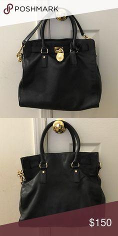 🎉HOT ITEM🎉Michael Kors soft leather handbag Michael Kors soft leather Hamilton tote with gold hardware. Michael Kors Bags Totes