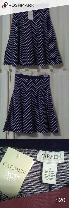 "NWT/CARMEN MARC VALVO/ SKIRT XS/ Adorable black & white stretch full skirt.  80% rayon 20% nylon. Does not wrinkle easily. Came from Nordstrom. Waist to hem 20"" Inventory 0110 Carmen Marc Valvo Skirts A-Line or Full"