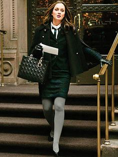 Image shared by Luciana. Find images and videos about gossip girl, blair waldorf and leighton meester on We Heart It - the app to get lost in what you love. Gossip Girl Blair, Gossip Girls, Moda Gossip Girl, Estilo Gossip Girl, Gossip Girl Seasons, Gossip Girl Outfits, Gossip Girl Fashion, Look Fashion, Winter Fashion