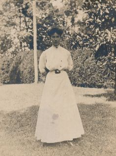 Lillian Lloyd, the first student to enroll at Sweet Briar College. Photographed in 1907.  Sweet Briar College, some rights reserved. CC-BY-NC.