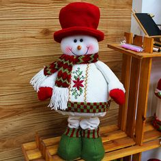 muñeco en tela santa clause - Buscar con Google Christmas Elf Doll, Santa Claus Christmas Tree, Felt Christmas, Country Christmas, Christmas Projects, All Things Christmas, Christmas Time, Christmas Ornaments, Handmade Christmas Decorations