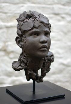 Chloe Sontrop - Stupeur - Terre cuite #sculpture #artwork www.meltingartgallery.com