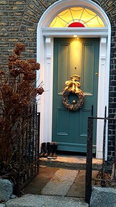 Front door Farrow and Ball Green Smoke. Farrow And Ball Front Door Colours, Best Front Door Colors, Green Front Doors, Front Door Entrance, Front Door Decor, Wreaths For Front Door, Doorway, Painted Exterior Doors, Painted Front Doors