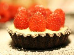 Tarta cu mascarpone si zmeura - Carrefour-Pentru o viata mai buna Mai, Cheesecake, Desserts, Food, Mascarpone, Pie, Tailgate Desserts, Deserts, Cheesecakes