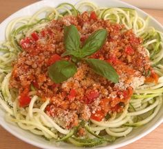 A delicious, low carb turkey and courgetti bolognese. This recipe is a clean eating, flavoursome, gluten free, low fodmap alternative to the traditional bolognese. Make using turkey mince, fresh herbs and tamari.
