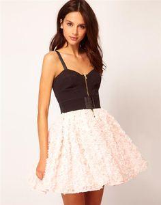 Mezuniyet Balosunun en önemli parçalarından biridir mezuniyet kıyafetleri. Bizde sizler için en şık balo elbiseleri modellerini derledik - mezuniyet elbiseleri-mezuniyet kıyafetleri-elbise modelleri-balo elbiseleri-gece elbiseleri (12)