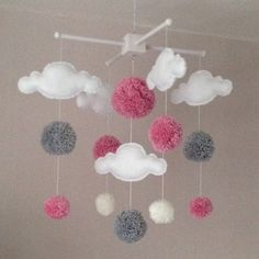 Baby Mobile – Cot Mobile – Wolken und Pompons – Cloud Mobile – Baby Girl Mobile – Kinderzimmer Dekor – Pastel Nursery – Rosa, weiß und grau Source by sgkduman Baby Mädchen Mobile, Baby Cot Mobiles, Cloud Mobile, Mobile Mobile, Baby Crafts, Felt Crafts, Diy And Crafts, Baby Decor, Nursery Decor