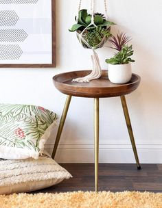 Vintage Decor Living Room Great Table for Eclectic, Bohemian or Mid Century Decor! - Round Mid Century Modern Retro Wood End Table With Brass Gold Legs Home Decor Bedroom, Decor, Wood End Tables, Diy Home Decor, Handmade Home Decor, Eclectic Decor, Retro Home Decor, Retro Home, Home Decor Styles