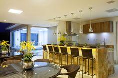 Decor Salteado - Blog de Decoração | Arquitetura | Construção | Paisagismo: Casa com arquitetura e decoração contemporânea e clássica - linda! Entre e conheça todos os ambientes!