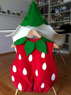 Child Costume carnival isn't mine, kids discover & # s however nice. And to stitch this strawberry costume I discovered nice! Fruit Costumes, Carnival Costumes, Baby Costumes, Cool Costumes, Sewing For Kids, Baby Sewing, Diy For Kids, Baby Halloween, Halloween Costumes For Kids