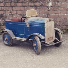 1930s Tri-ang Pedal Car, Be sure to check out our facebook page chasing pedal cars